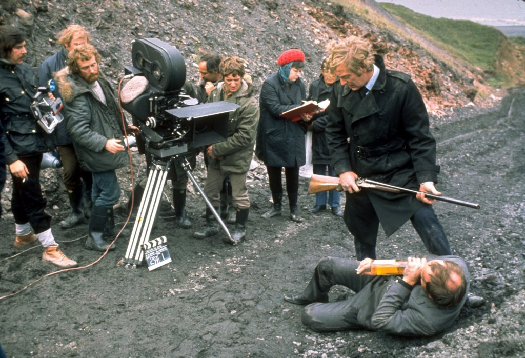 Michael Caine and Ian Hendry behind the scenes